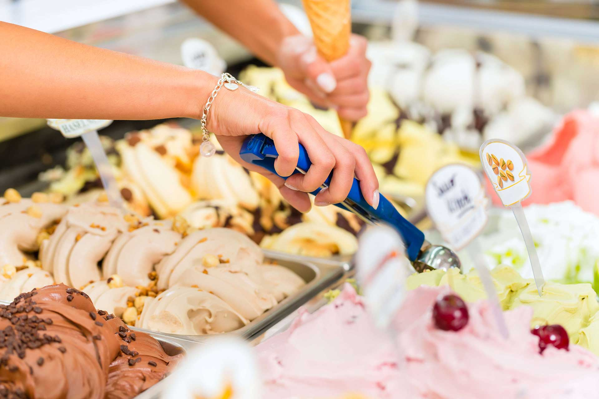 חומרי גלם לגלידה איטלקית: בסיסים, פסטות (טעמים), וריגטו